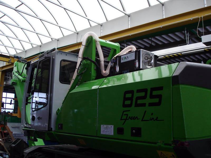 SEN-825 M_Mobilbagger mit hochfahrbarer Kabine (1)